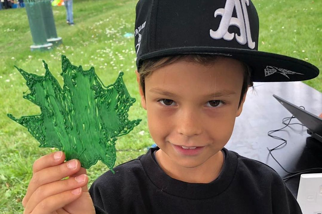 Айза разрешила сыну вести «Инстаграм», а он выложил ее фото с Гуфом