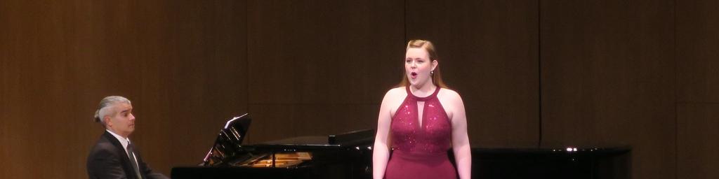 Karis Tucker, Mezzo-soprano