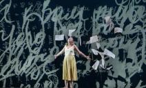 »Ich wünsche nichts, was Bestandteil der sogenannten Großen Oper ist. Ich halte Ausschau nach einem intimen, aber kraftvollen Drama, das aufgebaut ist aus de...
