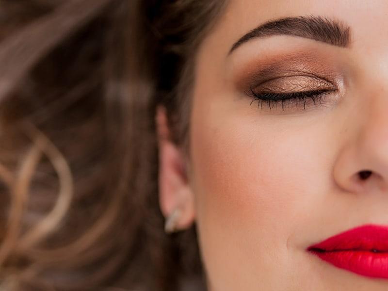 Imagem de destaque do post Maquiagem para olhos pequenos: confira o passo a passo
