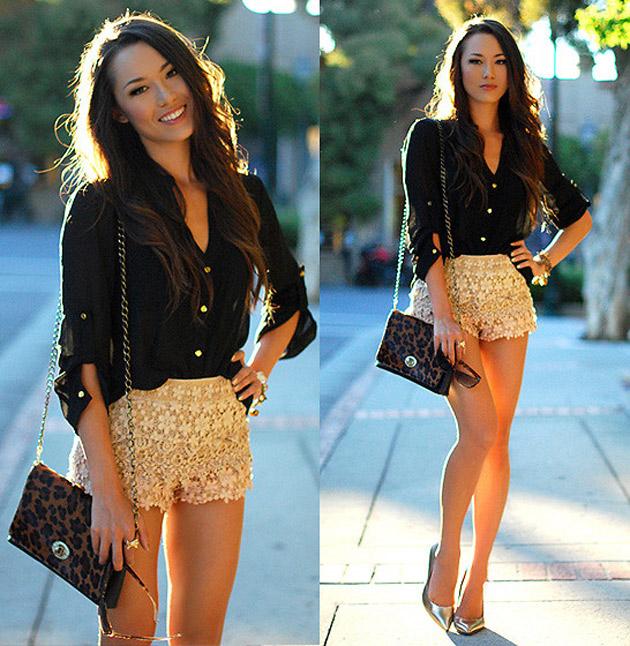 mulher vestindo camisa preta e short dourado
