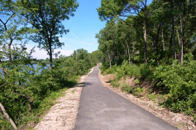 A trail in Sinnissippi Park in Sterling, Illinois