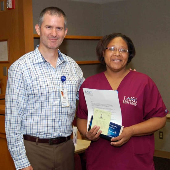 Bruce Adams, HR assistant director, and Necolle Mundy, winner of the Beacon of Service Excellence