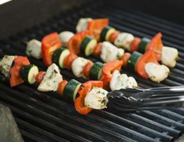 Veggie kebabs on a grill.