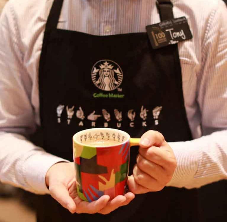 Starbucks начинает продавать черный чай с молоком