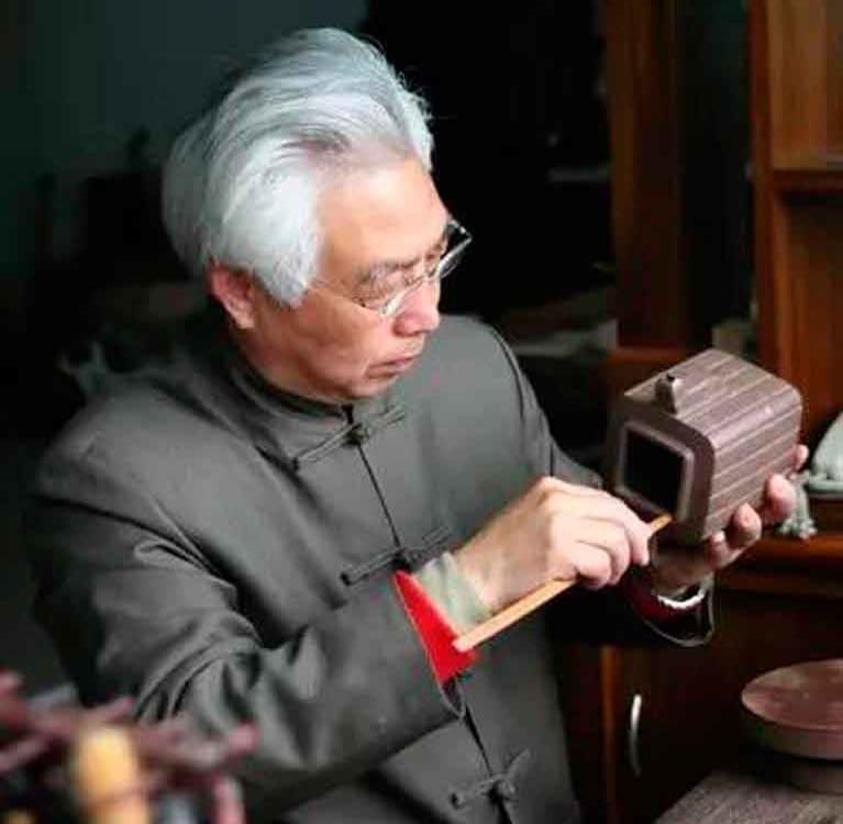 О Гу Шаопэе – мастере по изготовлению изделий из фиолетовой глины