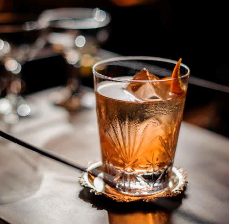 Старомодный рецепт коктейля с оттенком апельсинового чая Эрл Грей