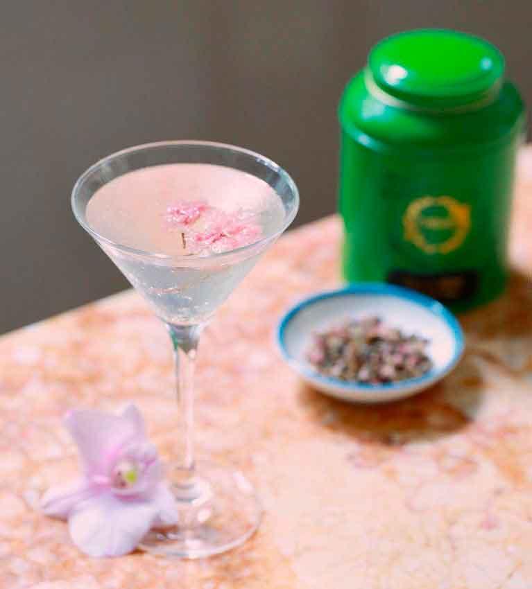 Чайный коктейль с вишневым мартини