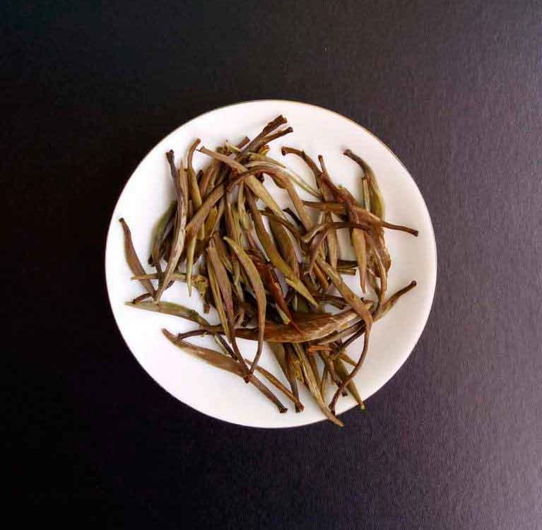 Цзюнь Шань Инь Чжень «Серебряные иглы с горы Цзюнь»