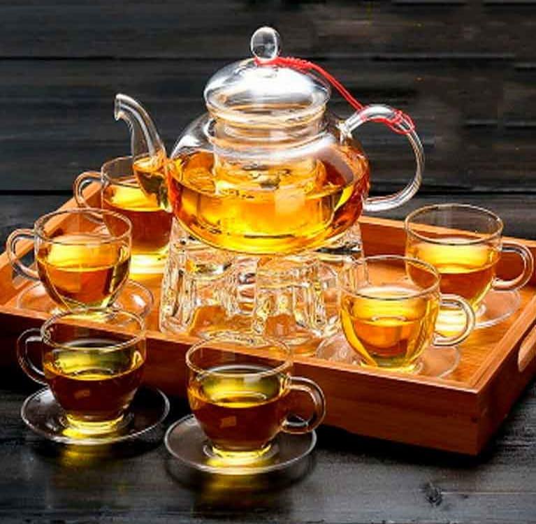 Шестеро за чаем