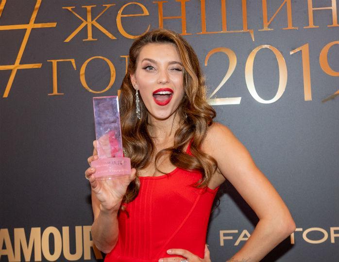 «Как ангел!»: Регина Тодоренко примерила на фотосессии платье с бантами-крыльями