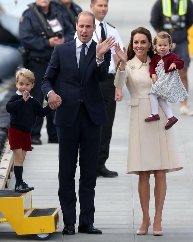 Трогательные аплодисменты: дети Кейт Миддлтон и принца Уильяма присоединились к акции благодарности врачам