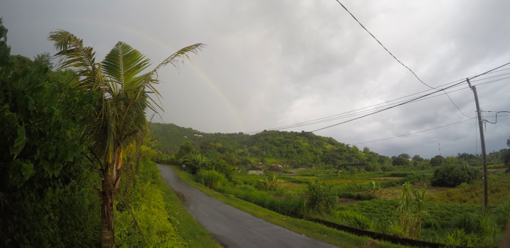 Pelangi di bukit belong
