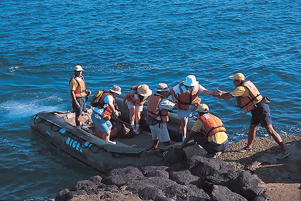 Santa Cruz II's 5-Day Northern Itinerary Day Three - Panga Ride.