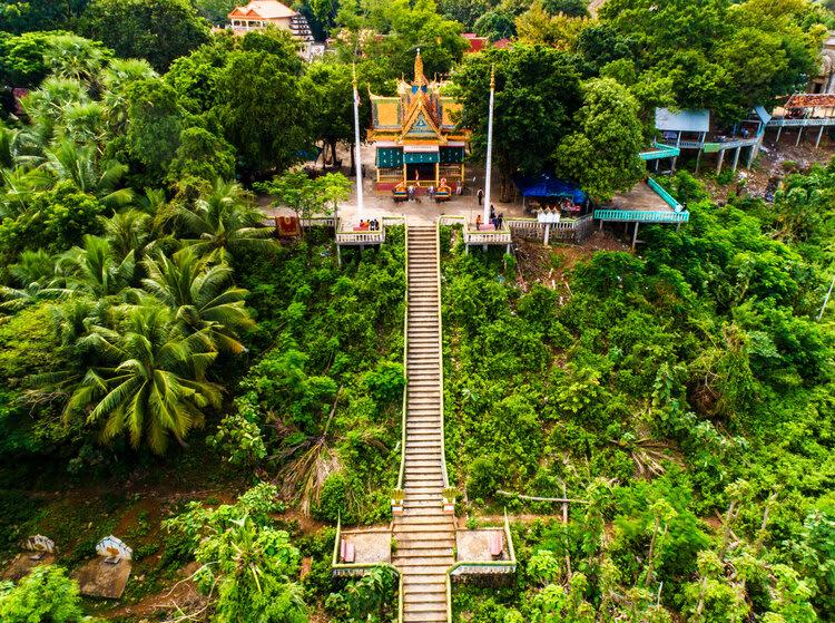 Mekong Navigator's 8-Day Upstream Itinerary Day Seven - Pagoda