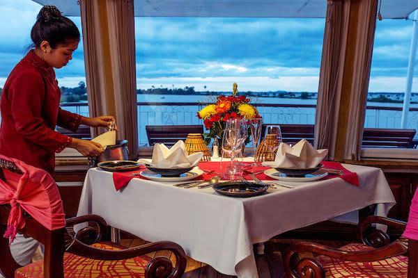 Jahan's Serenity Cruise Downstream Day Four - Preparing Dinner