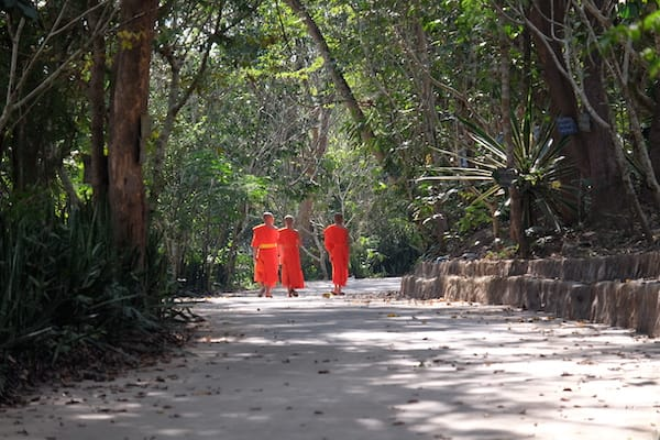 Anouvong's 10-Day Laotian Serendipity Day Five - Monks