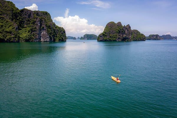 Jasmine's 3-Day Jewels of Halong Bay Day Three - Kayaking