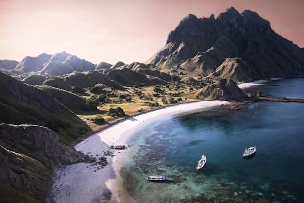 Aqua Blu's 13-Day Flores to Spice Island - Day Eight - Shoreline