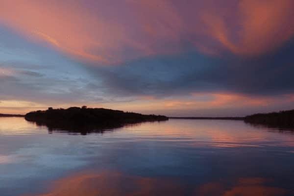 Jacaré-Tinga's 4-Day Anavilhanas Park Rio Negro Cruise Day One - Sunset.
