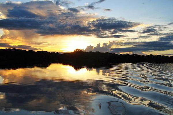 Jacaré-Tinga's 8-Day Cruise Day Three - Mirrored River.