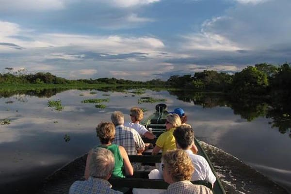 Jacaré-Tinga's 9-Day Upper Negro River Cruise Day Four - Exploring by skiff.