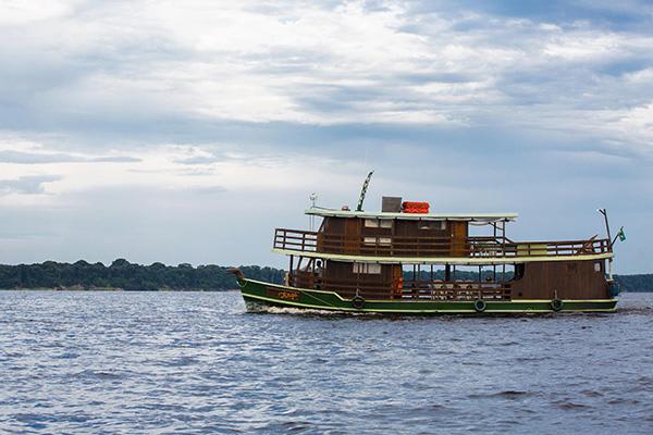 Jacaré-Tinga's 10-Day Acara Sierra Cruise Day Five - Sailing to Waterfalls.