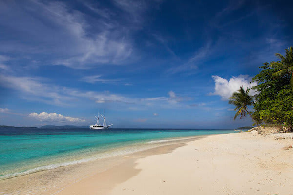 Ombak Putih's Sorong to Kaimana - Day Five - Quiet Beach