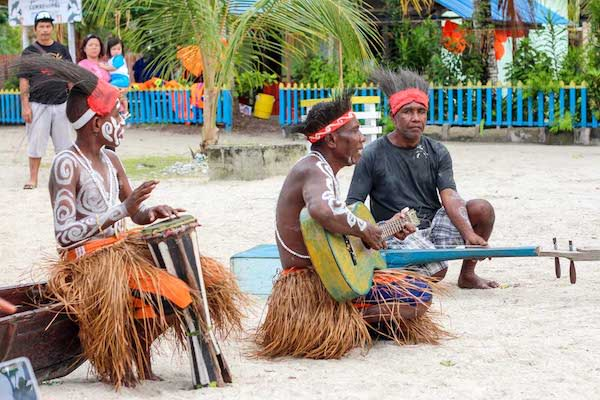 Ombak Putih's Kaimana to Sorong - Day Seven - Arborek Band