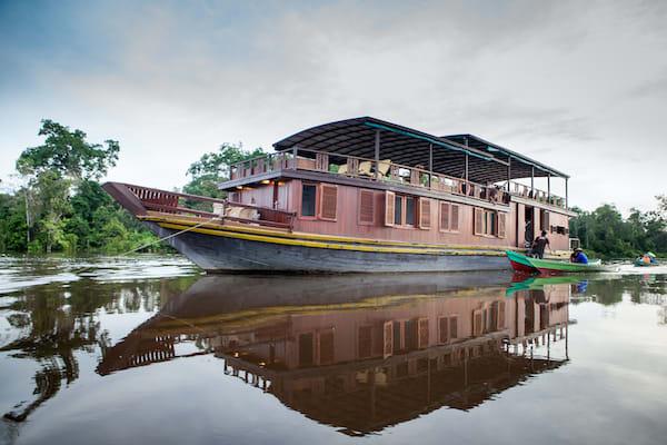Rahai'i Pangun's Relaxing Orangutan & Dayak Village Downriver - Day Two - Boat Side View