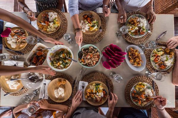 Rahai'i Pangun's 4-Day Relaxing Orangutan & Dayak Village Upriver - Day Three - Buffet Lunch