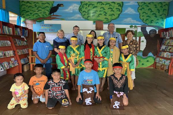 Rahai'i Pangun's 4-Day Relaxing Orangutan & Dayak Village Upriver - Day Four - Ransel Buku Foundation