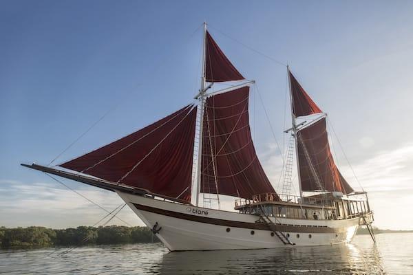 Tiare's 12-Day Raja Ampat - Day One - Tiare Anchoring