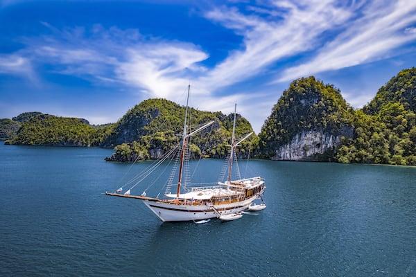 Tiare's 12-Day Raja Ampat - Day Six - Tiare Anchoring