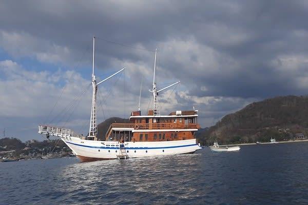 Lady Denok's 9-Day Komodo Cruise - Day Four - Boat Anchoring