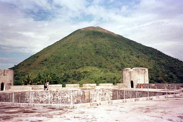 Senja's 11-Day Sunda & Forgotten Islands - Day Eleven - Fort Belgica