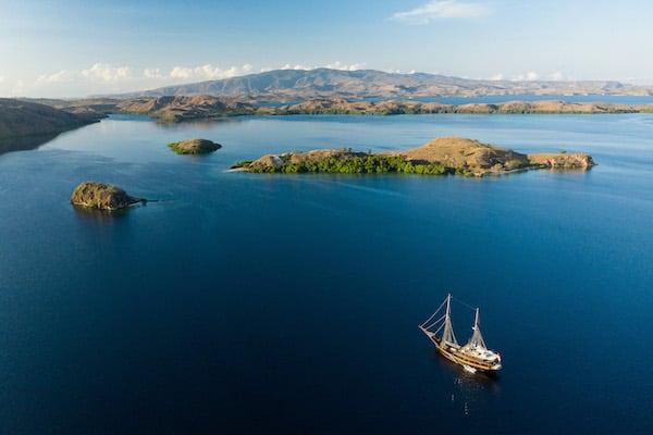 Dunia Baru's 7-Day Bali to Komodo - Day Six - Dunia Baru Anchoring