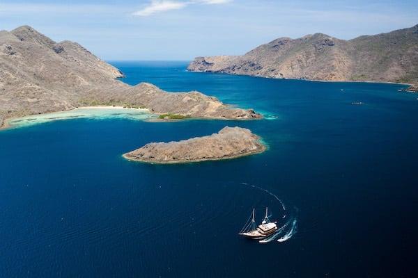 Dunia Baru's 13-Day Flores, Forgotten Islands & Maluku - Day Nine - Sailing among Forgotten Islands
