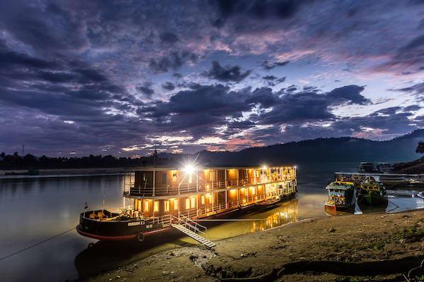 Zawgyi Pandaw's Chindwin: Homalin to Monywa - Day One - Docking at Night
