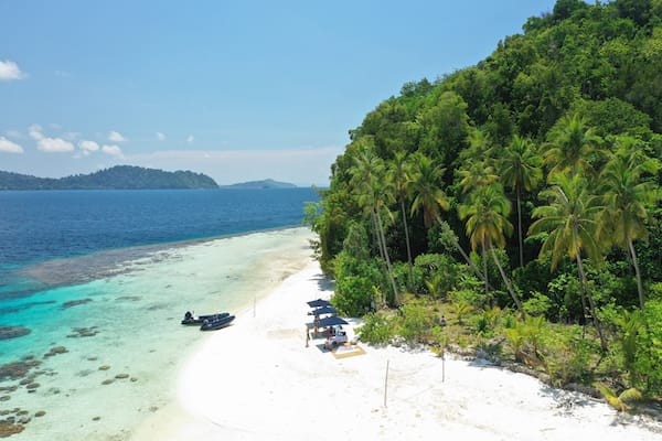 Rascal's 7-Day Ring Of Fire Crossing Bali to Komodo - Day 5 - Beach Set Up