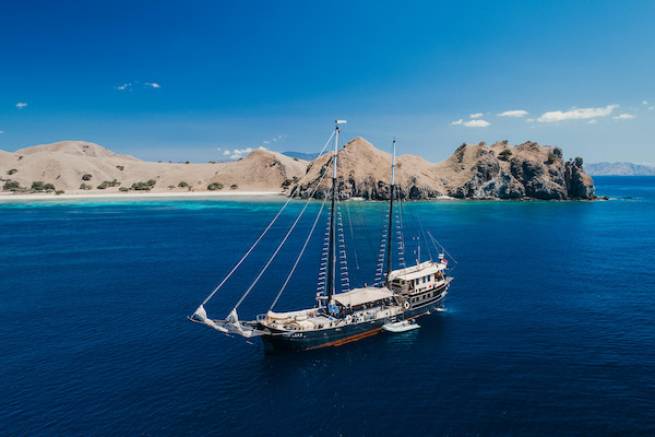 Adelaar's 11-Day Komodo Exclusive - Day Three - Sailing