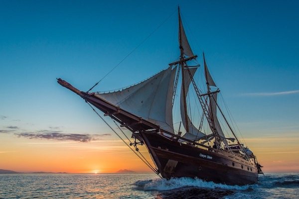 Carpe Diem's 8-Day Komodo Islands - Day One - Sailing in Sunrise