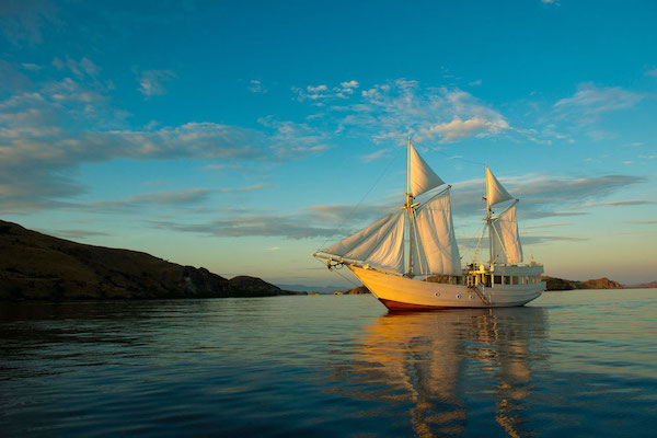 Alexa's 6-Day Labuan Bajo to Sumba - Day Two - Anchoring in Sunrise
