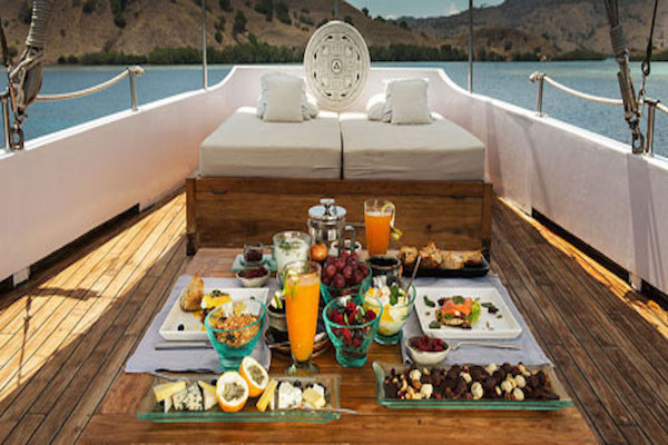 Alexa's 11-Day Maumere to Ambon via Alor & The Banda Islands - Day Eleven - Sumptuous Lunch