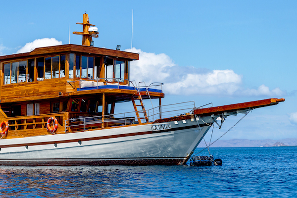 La Unua's 5-Day Komodo Cruise - Day One - Boat Side View