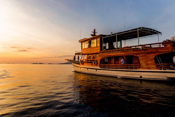 La Unua's 5-Day Komodo Cruise - Day Five - Boat Side View