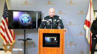 10月3日、ノルウェー在住の男性が亡くなった事件について記者会見で説明する米フロリダ州の地元警察