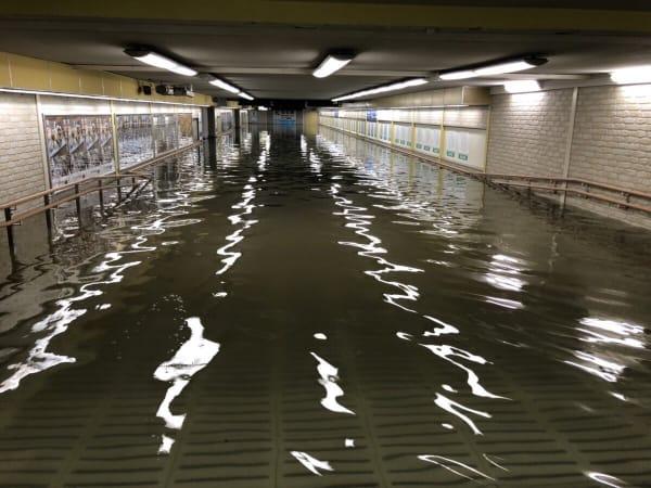 仙台の河川の氾濫、駅構内
