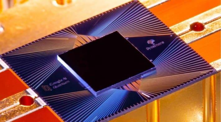 グーグルが開発した量子コンピューターの試作機のチップ(英科学誌ネイチャーの論文から)