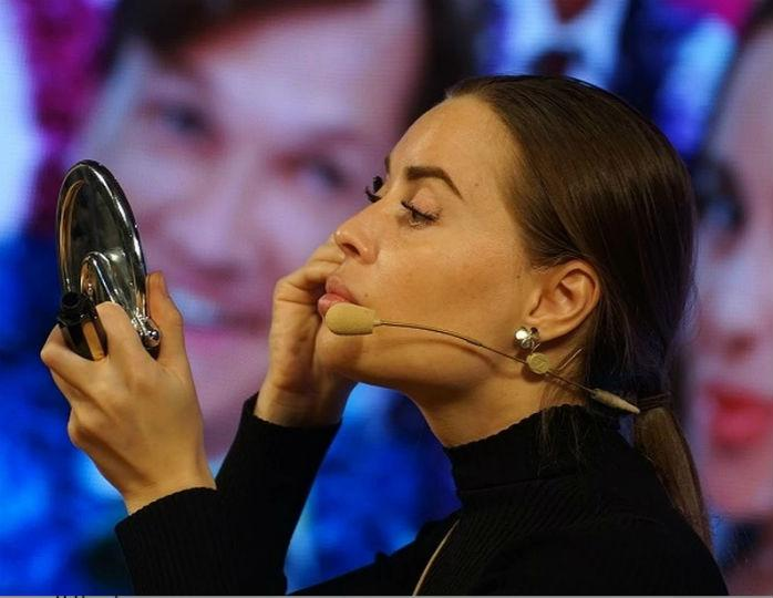 «С челкой моложе»: Юлия Михалкова резко сменила имидж